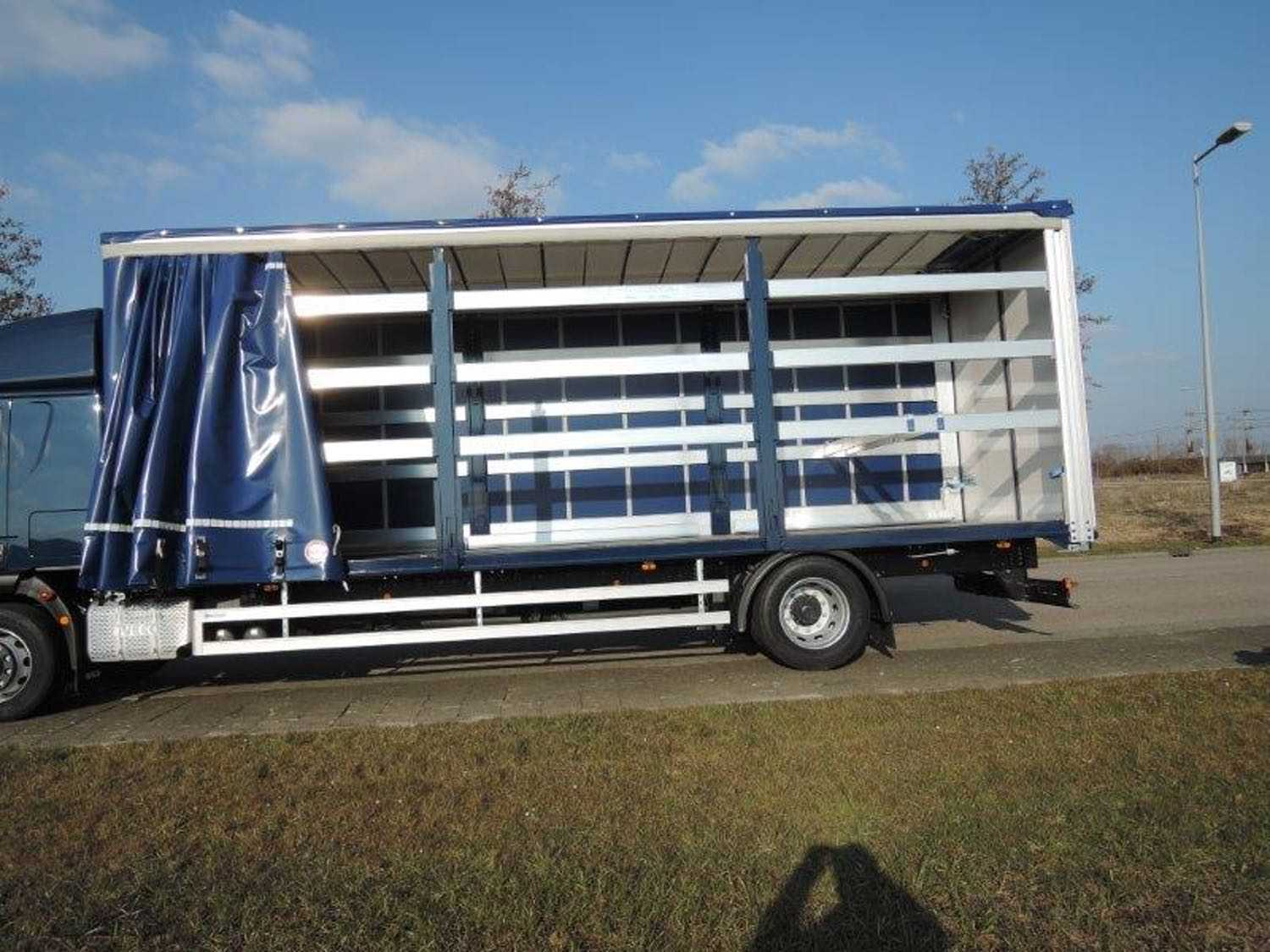 iveco_8m_(18t)_curtain-1 side